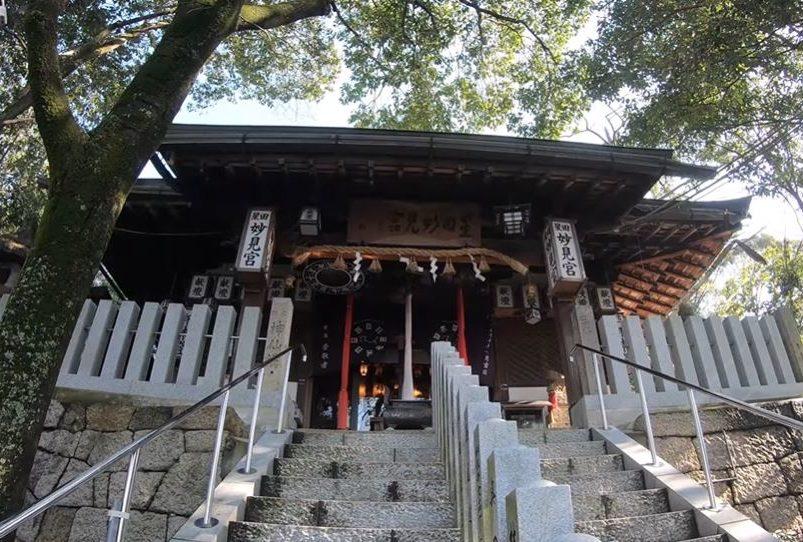 星田妙見宮階段